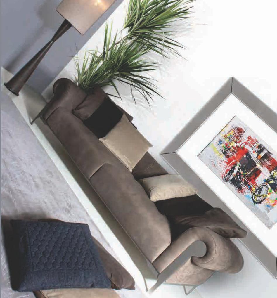 aston martin v125 sofa marbella .jpg