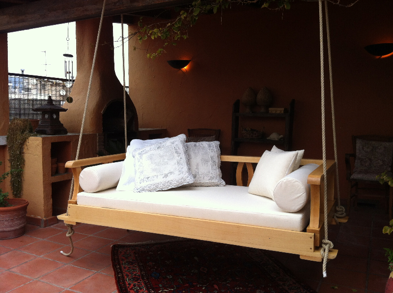 Interior design marbella hanging sofas for Sofa exterior marbella